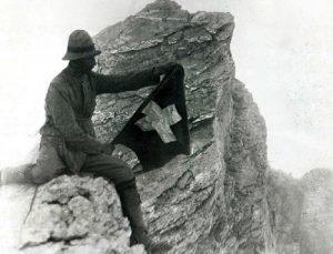 1.-Ο-Frederic-Boissonnas-στον-Μύτικα-κατά-την-πρώτη-ανάβαση-στις-2-Αυγούστου-του-1913-700x534